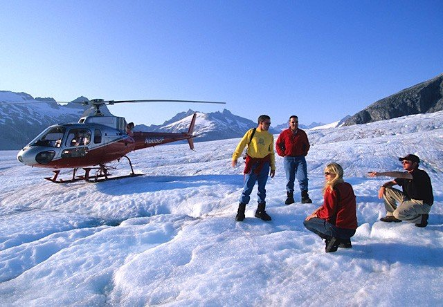 This image has an empty alt attribute; its file name is skagway-glacier-tour-via-helicopter.jpg