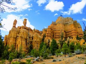Hoodoos seen on short hike behind the Red Canyon Visitor Center