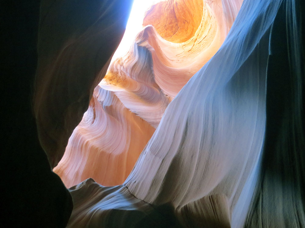 Vertical lines and molded curves at Antelope Canyon
